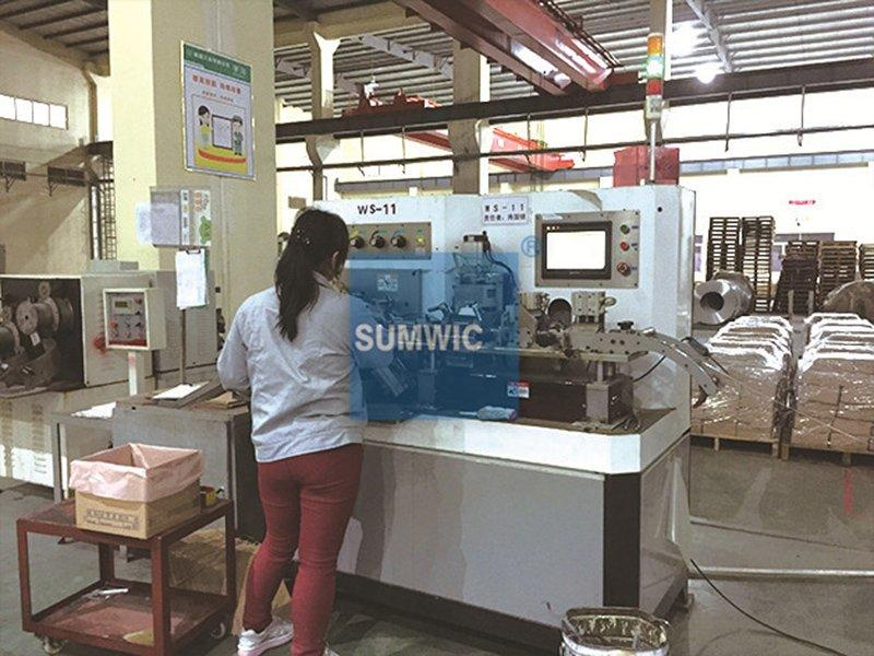 One female woker also can operate toroid core winding machine in Boluo city